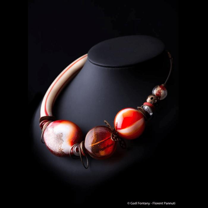 Bijoux des perles au chalumeau
